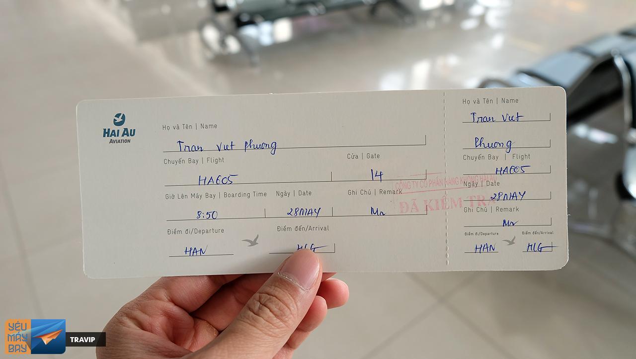 Hai Au's boarding pass